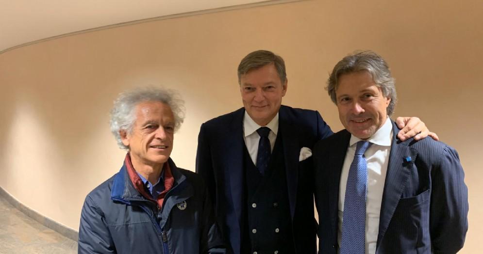 L'assessore alle Attività produttive del Friuli Venezia Giulia, Sergio Emidio Bini con il giornalista Federico Rampini e Giovanni Da Pozzo