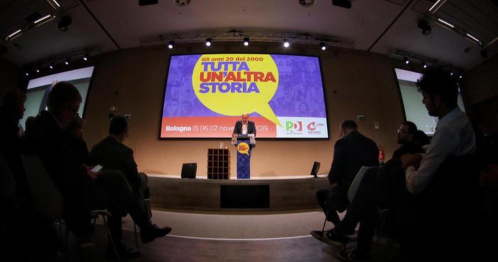 Nicola Zingaretti durante il suo intervento alla Convention di Bologna
