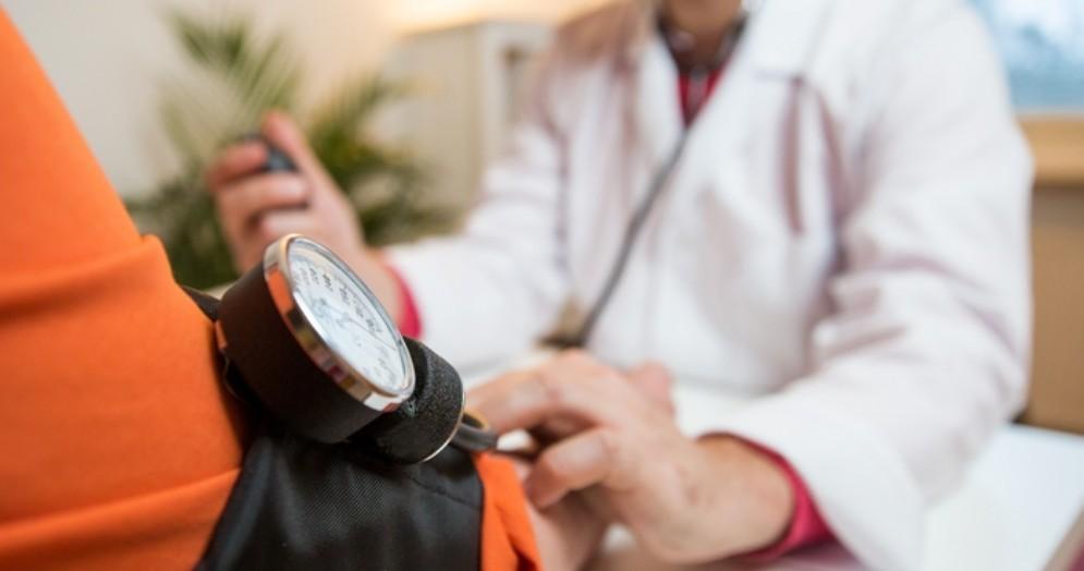 Riccardi: «Nostra riforma sanitaria stabilisce indirizzi, modalità di controllo e responsabilità»