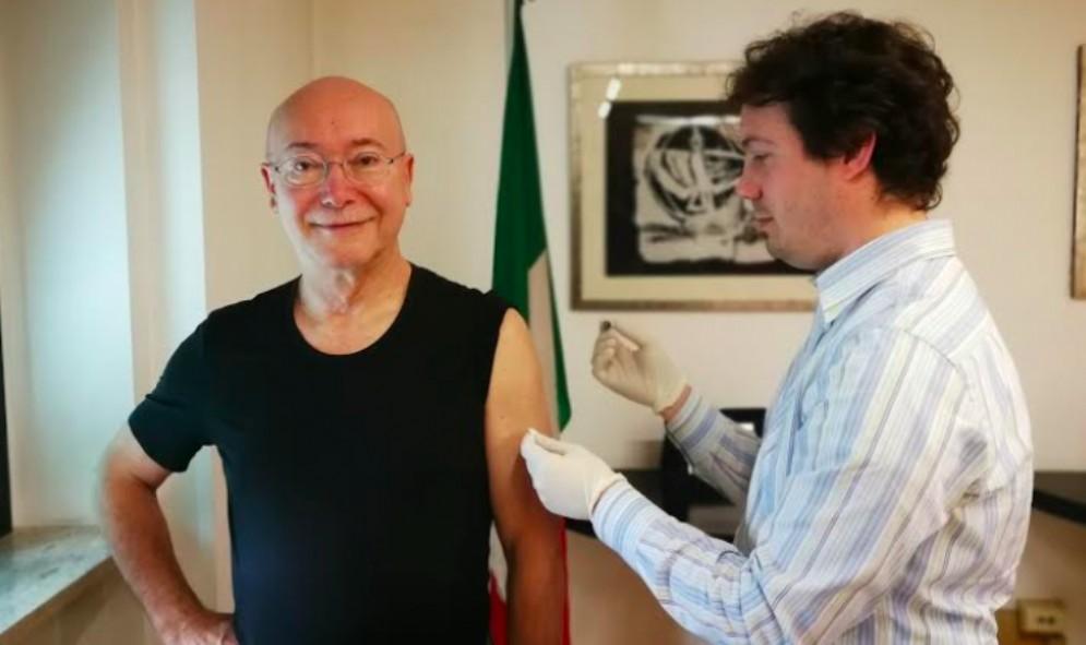 Vaccinazione antinfluenzale, il presidente dell'Ordine dei medici dà il buon esempio