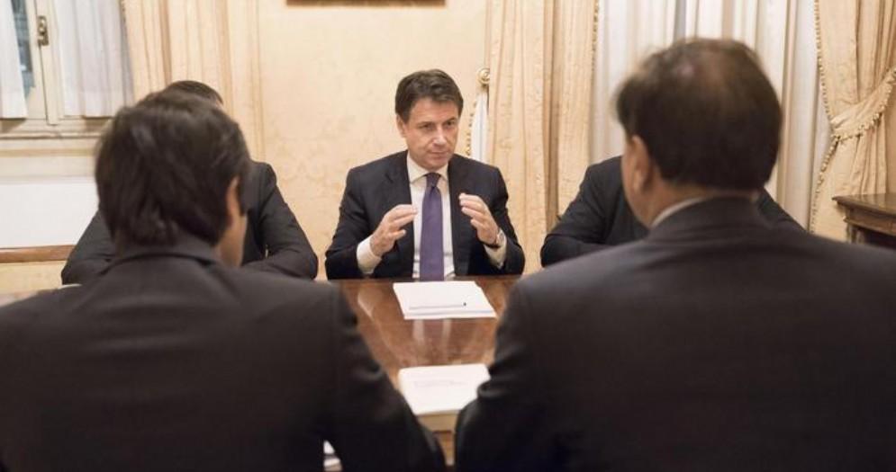 Il Premier Conte durante il vertice a Palazzo Chigi con gli Amministratori del gruppo Mittal