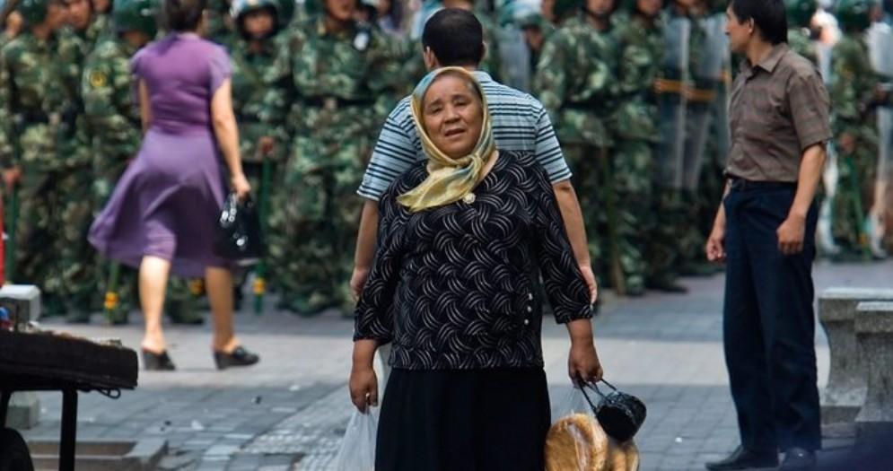 Lavaggio del cervello a uiguri in campi Xinjiang. Ma Pechino nega: «Sono solo centri d'istruzione»