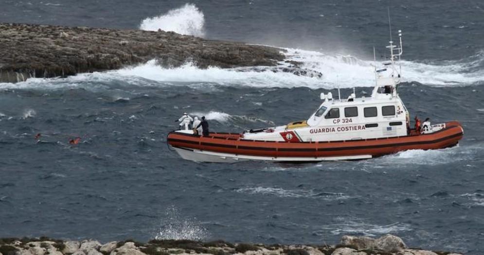 Proseguono le ricerche dei dispersi del naufragio a Lampedusa, trovati i corpi di 5 donne