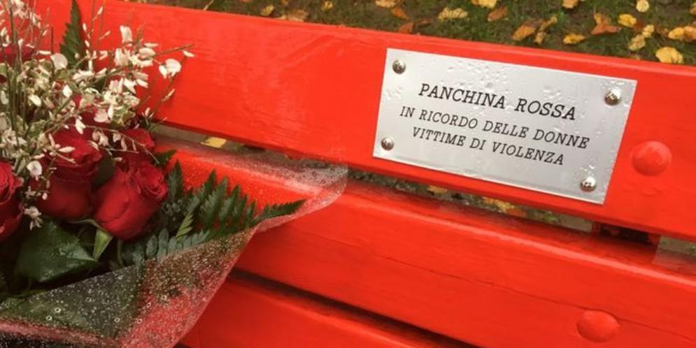 Panchina rossa, in ricordo delle donne vittime di violenza