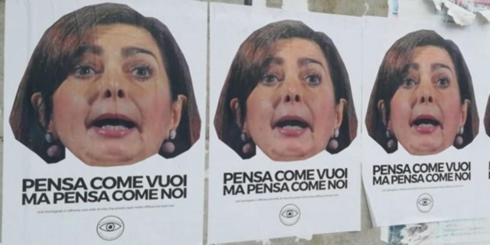 Boldrini sotto attacco: anche a Udine apparsi i manifesti del «Ministero della Verità»