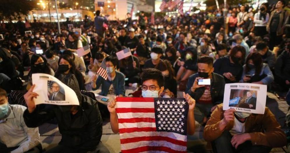 Hong Kong, migliaia in piazza per ringraziare Donald Trump