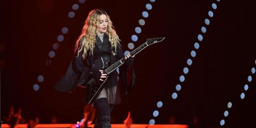 Musica: Madonna annulla tre date tour,
