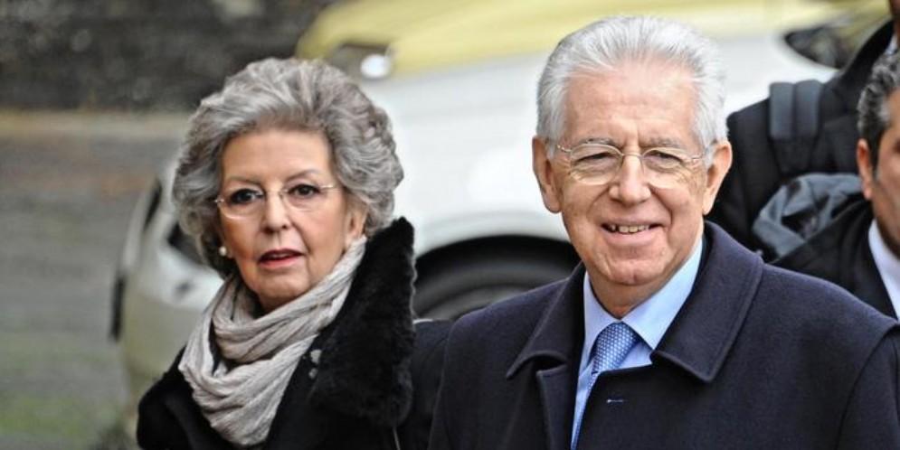 Mario Monti con la moglie
