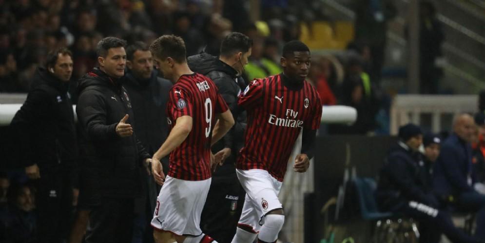 La sostituzione di Piatek con Leao durante Parma-Milan