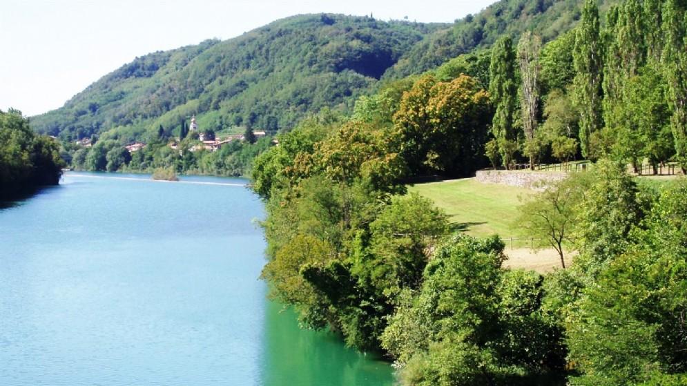 L'area verde di Bosco di Piuma a Gorizia dotata di un parco giochi inclusivo