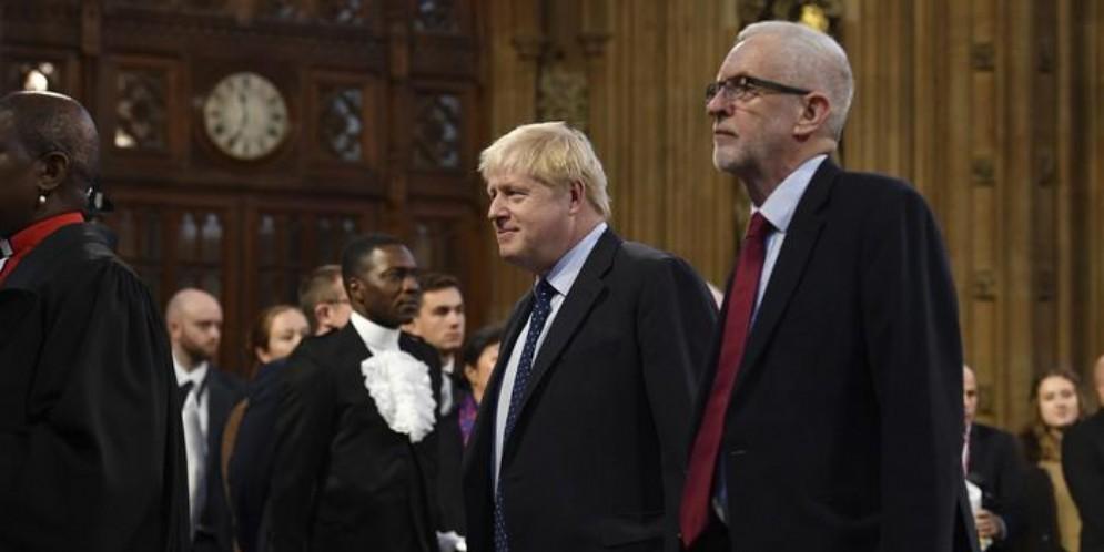 Boris Johnson con Jeremy Corbyn