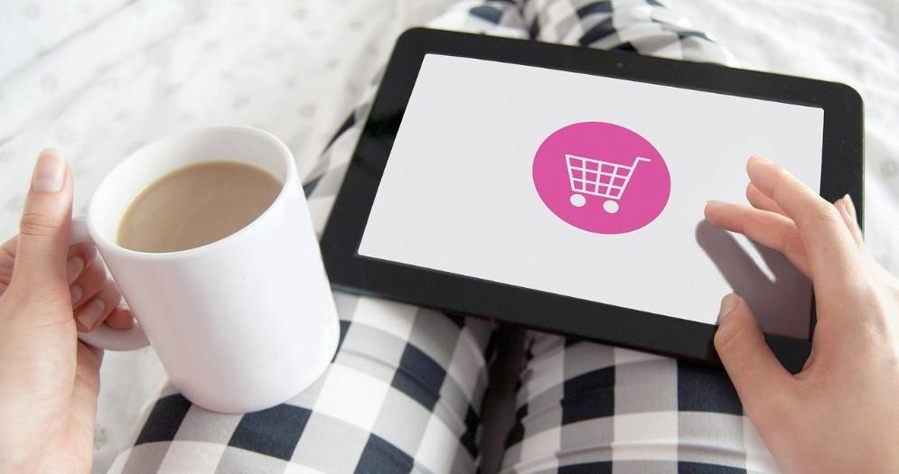 Le vendite online stentano a diventare una pratica diffusa tra le imprese italiane