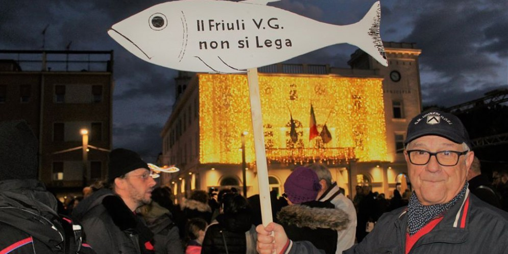 Le 'sardine' spuntano anche a Udine: venerdì flashmob in piazza XX Settembre