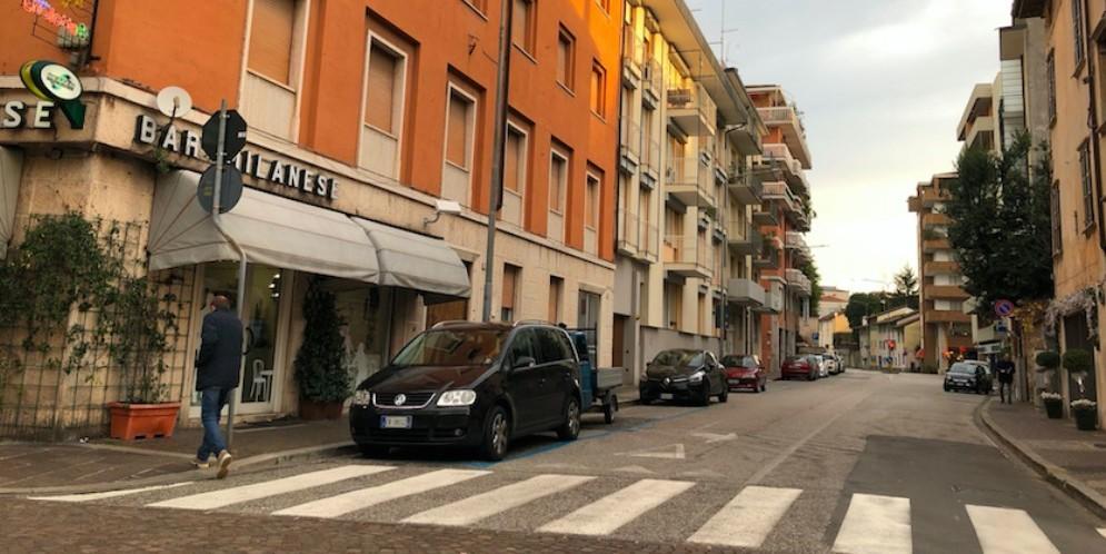 Maxi rissa tra stranieri in via Zoletti: una persone finisce in ospedale con una ferita da taglio