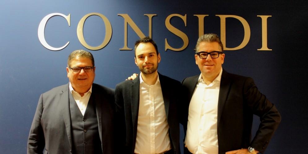 Da sinistra a destra: Fabio Cappellozza, presidente di Considi; Fabio Oscari, Ad di Prorob e Gianni Dal Pozzo, ad di Considi