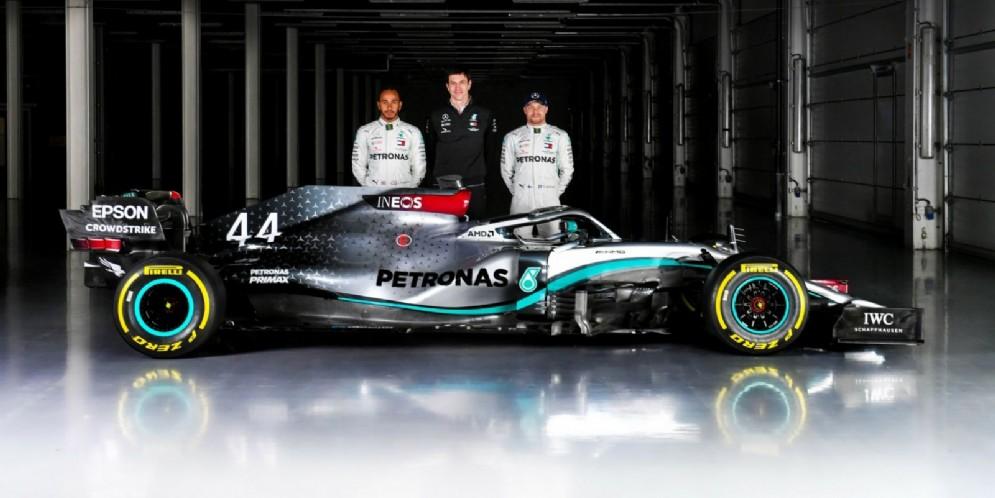 Lewis Hamilton, Toto Wolff e Valtteri Bottas con la Mercedes W11