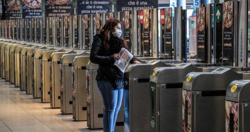 Coronavirus, a Milano la paura del contagio svuota le metro