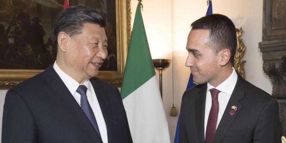 Il Presidente cinese Xi Jinping con il Ministro degli Esteri, Luigi Di Maio