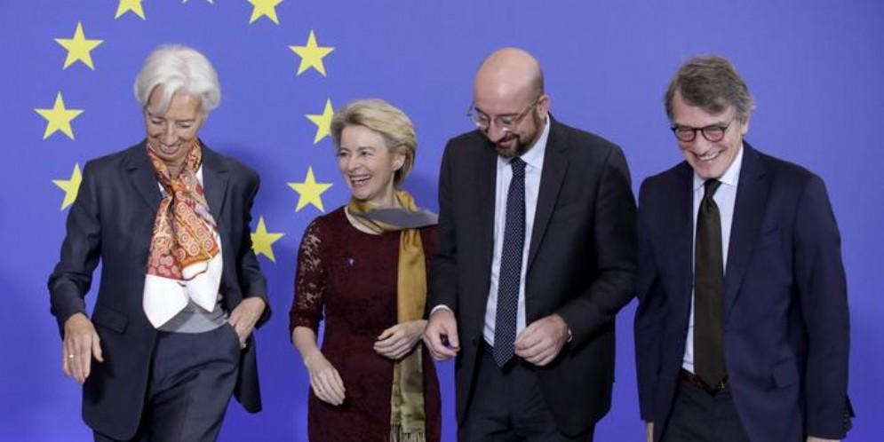 Crolla la fiducia degli italiani nell'UE