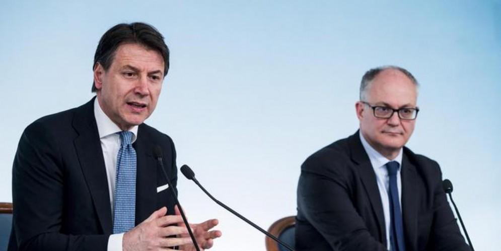 Il Presidente del Consiglio, Giuseppe Conte con il Ministro dell'Economia, Roberto Gualtieri