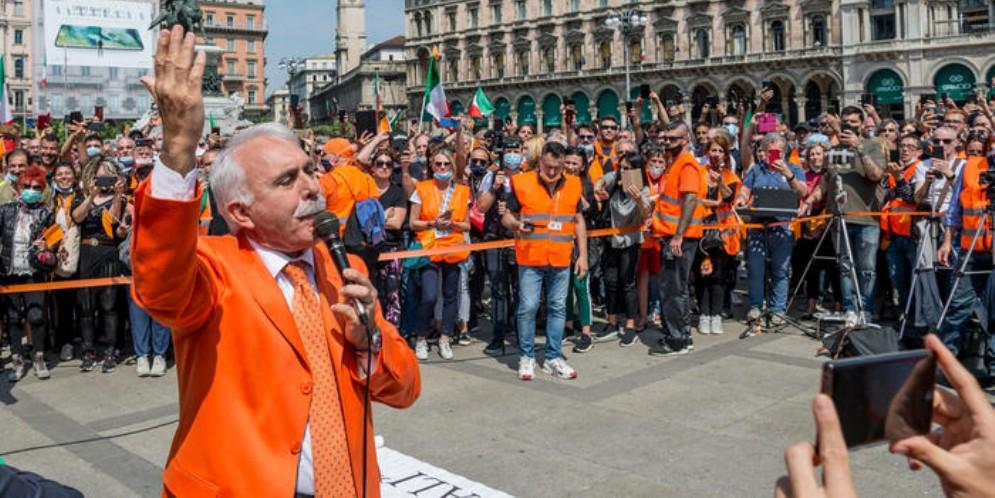 Antonio Pappalardo durante la manifestazione dei Gilet arancioni