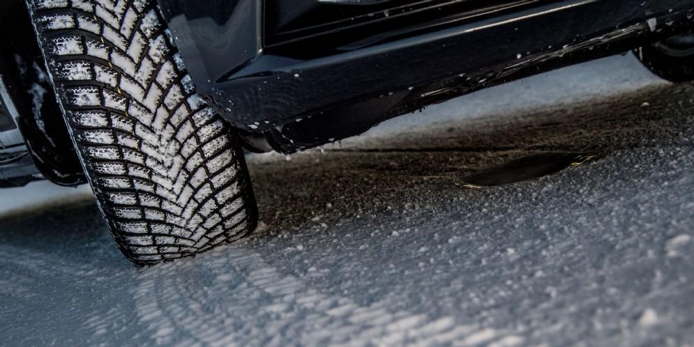 Bridgestone e Microsoft presentano il nuovo rilevatore di danni ai pneumatici