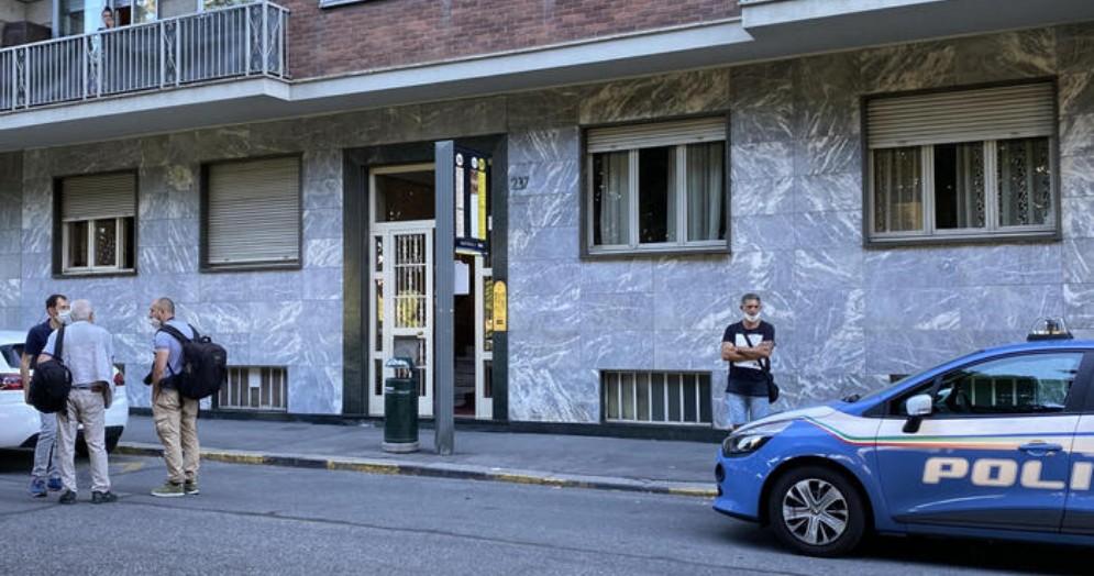 La Polizia sul luogo dell'omicidio-suicidio a Torino