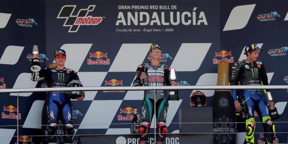 Il podio del GP di Andalucia: Maverick Vinales (2°), Fabio Quartarao (1°) e Valentino Rossi (3°)