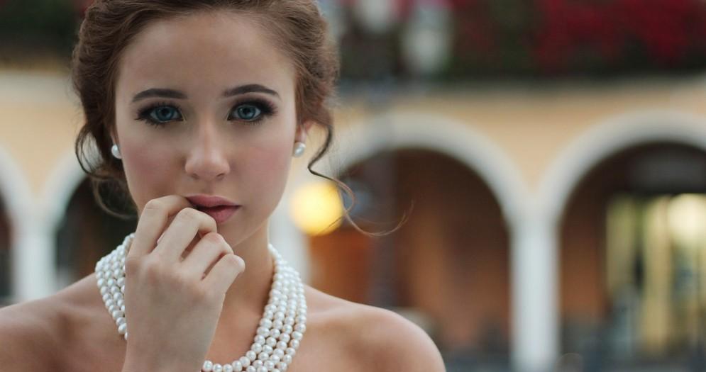 Accessori e gioielli: la collana con nome è il must have di quest'autunno