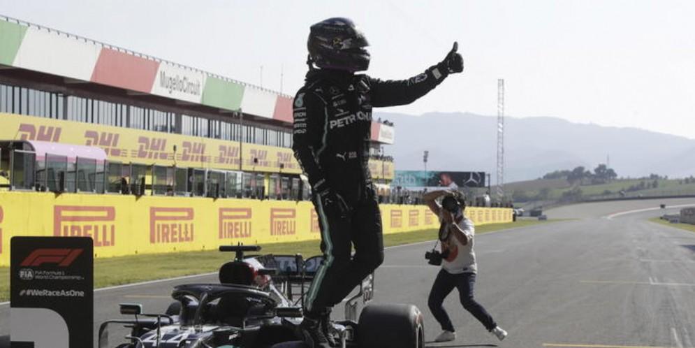 Lewis Hamilton in pole position al Mugello