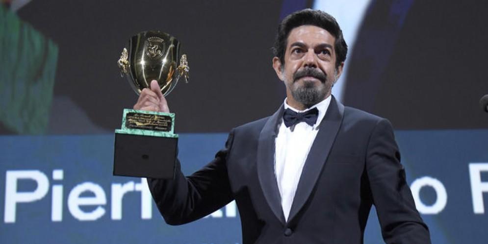 Venezia 77, la Coppa Volpi per la migliore interpretazione maschile è stata assegnata a Pier Francesco Favino per il film «Padrenostro» di Claudio Noce