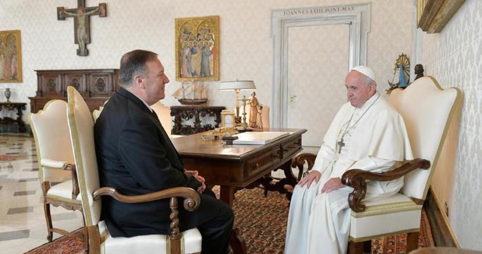 Il Segretario di Stato americano, Mike Pompeo in un precedente incontro con Papa Francesco