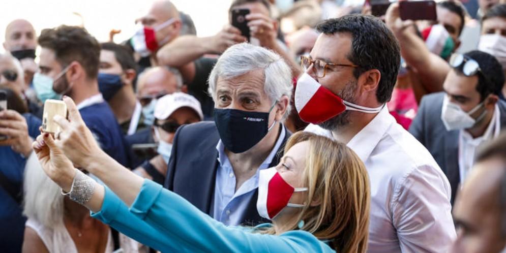 Antonio Tajani, Matteo Salvini e Giorgia Meloni durante una manifestazione del centrodestra