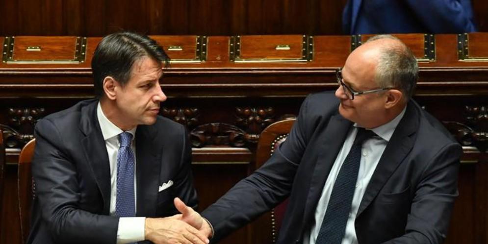 Il Premier Giuseppe Conte, con il Ministro dell'Economia, Roberto Gualtieri