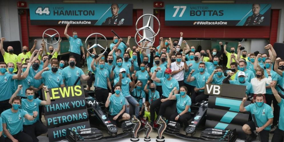 La squadra campione del mondo Mercedes