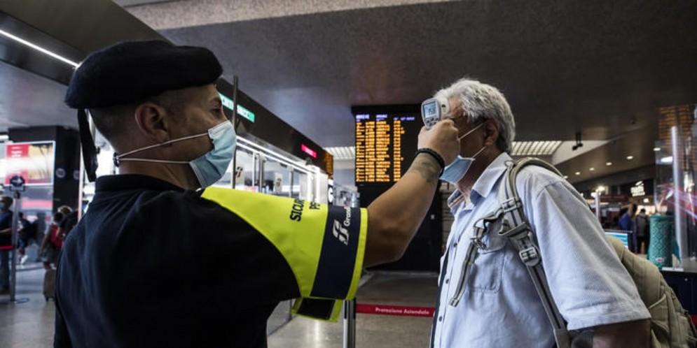 Minelli: «Le nuove misure del governo non servono a contenere i contagi»