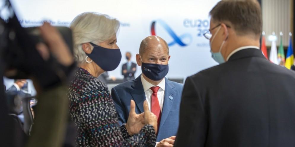 Christine LAGARDE, Presidente della BCE; Olaf SCHOLZ, Ministro delle Finanze tedesco; Valdis DOMBROVSKIS, Vice-Presidente della Commissione Europea