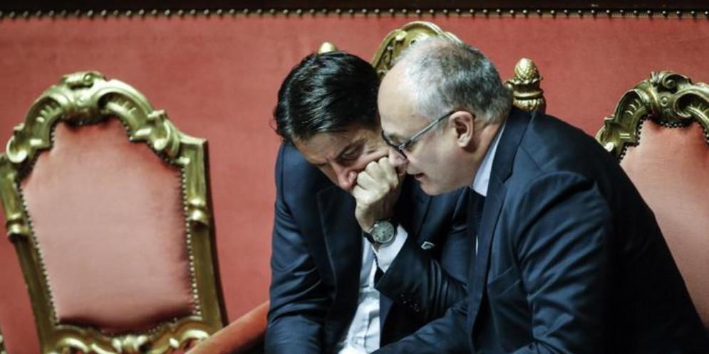 L'ex Presidente del Consiglio, Giuseppe Conte con l'ex Ministro delle Finanze, Roberto Gualtieri