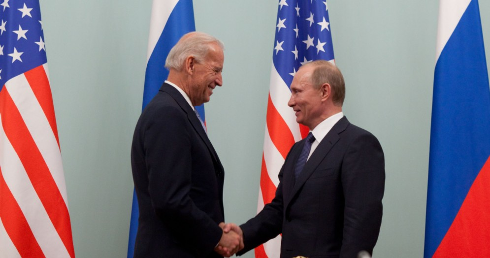 Il Presidente americano Joe Biden con il suo omologo russo, Vladimir Putin