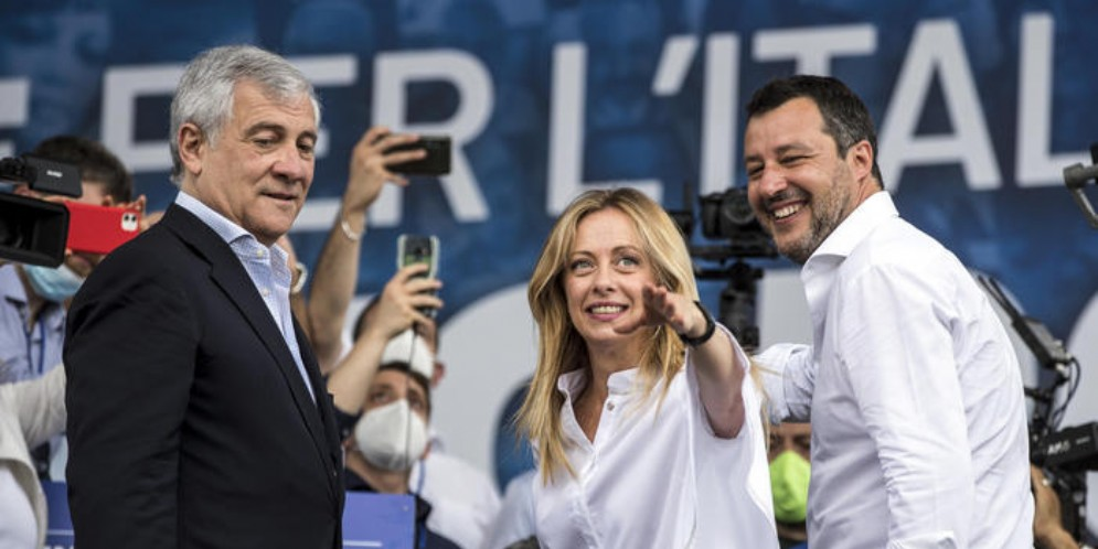 Antonio Tajani, Giorgia Meloni e Matteo Salvini durante una manifestazione del centrodestra