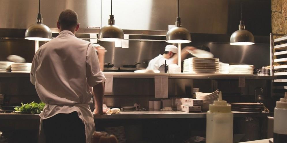 Per la ristorazione un 2020 da bollettino di guerra: persi 514mila posti di lavoro