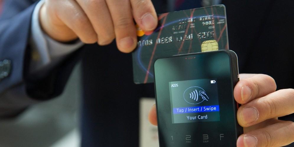 Pagamenti digitali a 145 miliardi, +23% nei primi sei mesi del 2021. Polimi: «Effetto Cashback»